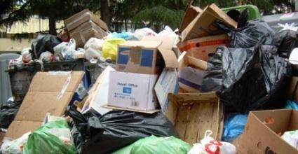 Il miliardo gettato tra i rifiuti
