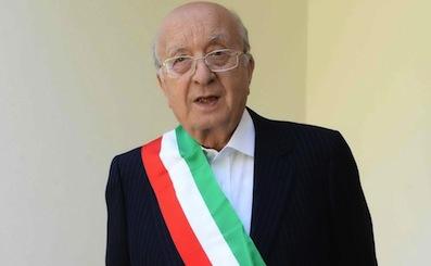 https://www.eolopress.it/index/wp-content/uploads/2014/08/De_Mita_fascia_sindaco_Nusco.jpg