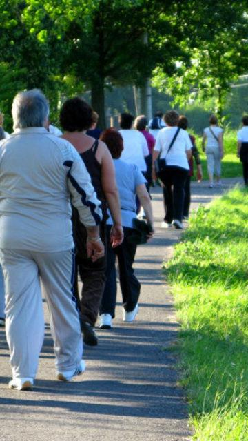 «Mens sana in corpore sano»: camminate della salute per prevenire l'invecchiamento mentale