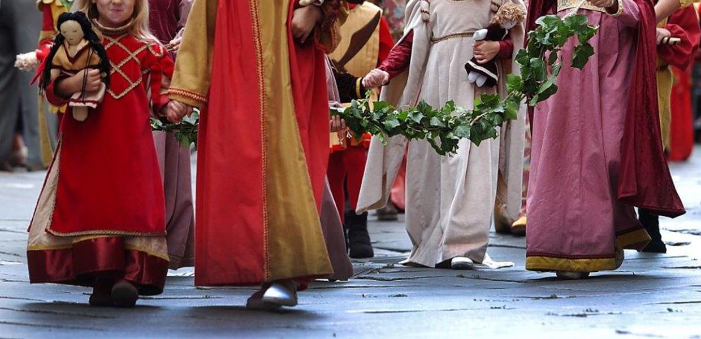 """""""Giacintini"""" alla corte della principessa De Mendoza: sfilata e balli in costume"""