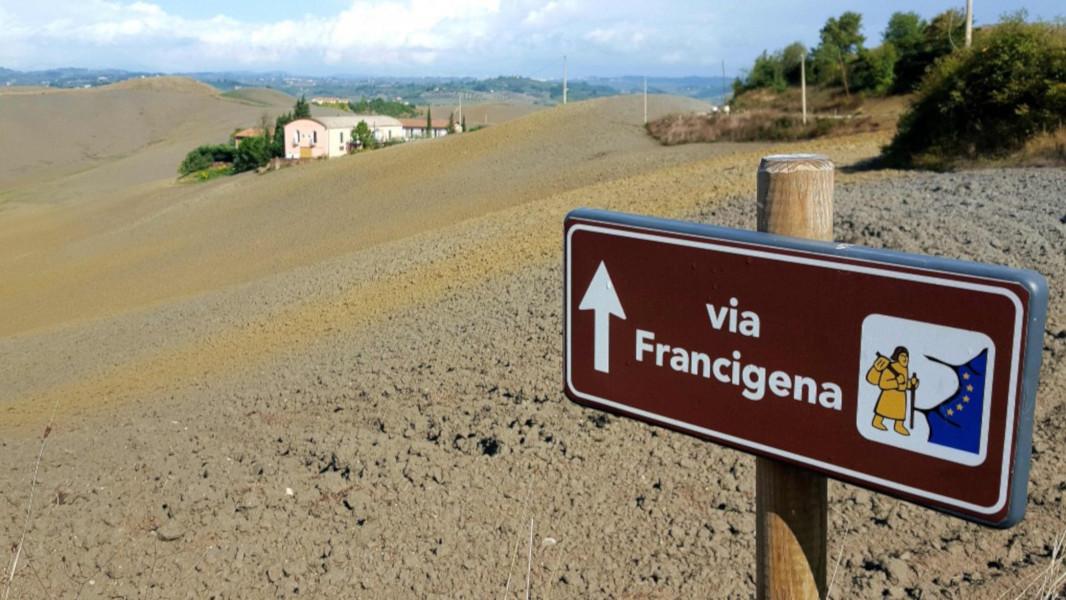 """""""Arte sui cammini"""", quando la cultura incontra i pellegrini sulla via Francigena"""