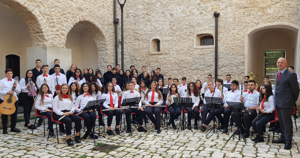 https://www.eolopress.it/index/wp-content/uploads/2019/12/liceo_musicale_campagna.jpg