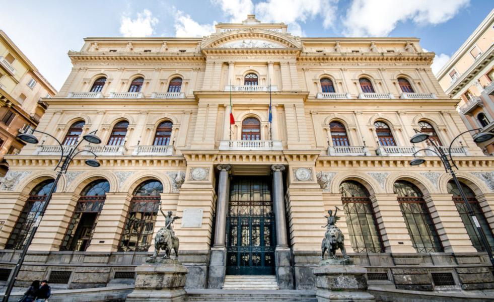https://www.eolopress.it/index/wp-content/uploads/2019/12/napoli-Palazzo-della-Borsa-Napoli-1.jpg