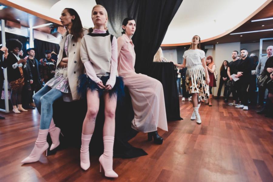 Moda: Una donna sofisticata e dinamica nella nuova collezione Gianco Handmade