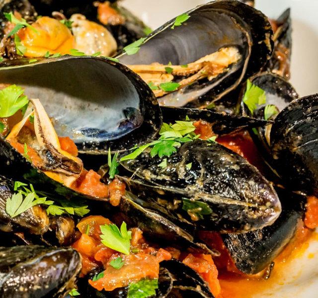 Cozza tarantina: eccellenza italiana. Al via il concorso gastronomico itinerante