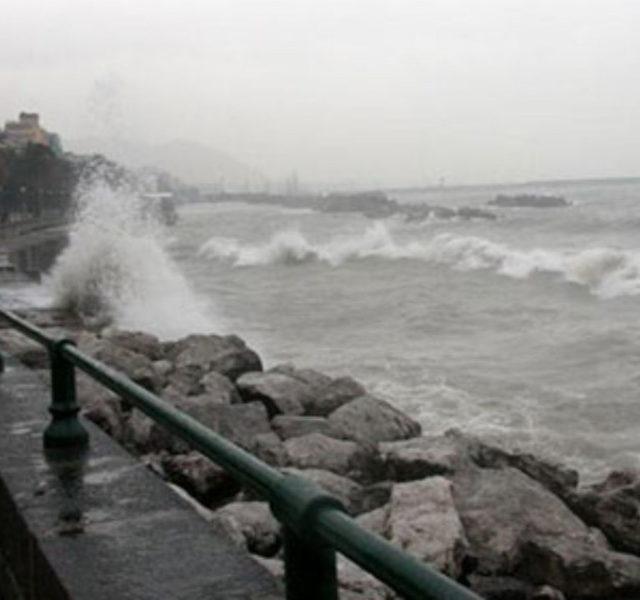 Mareggiate e vento forte sulla Campania, in allerta da domani