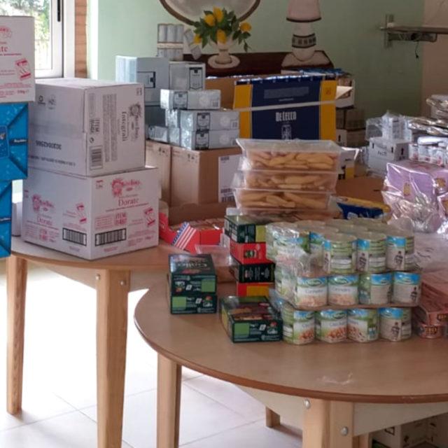 Eboli, centro Nuovo Elaion dona generi alimentari e gel igienizzanti