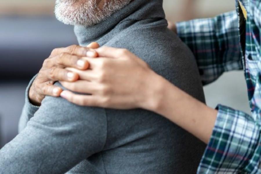 La cura invisibile dei caregiver: ente e associazioni siglano un accordo