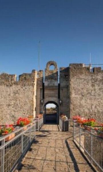 Agropoli, castello magico: offerto a un milione, acquistato a tre
