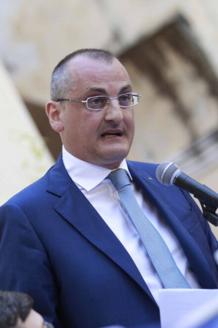 Eboli, il sindaco Cariello finisce ai domiciliari per corruzione
